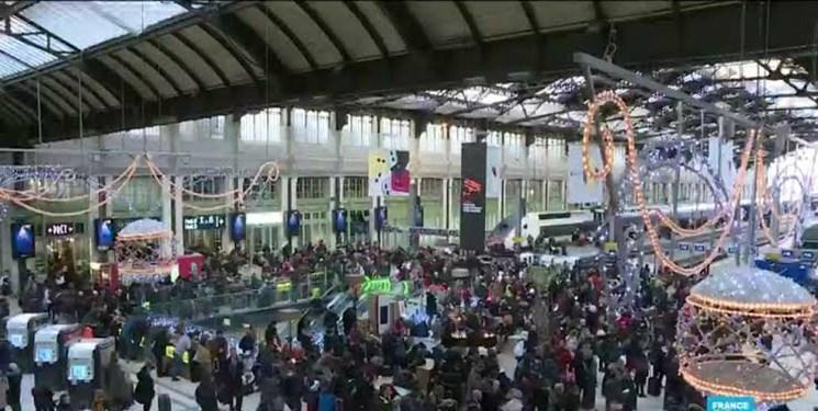 بی توجهی دولت فرانسه به اعتصاب ها، سفرهای کریسمس میلیون ها نفر را مختل کرد