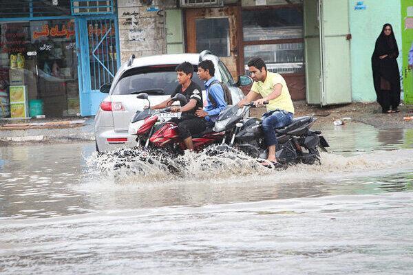هرمزگان در حال آماده باش؛ طغیان رودخانه و تعطیلی بنادر مسافربری ، ویدئوهایی از شرایط قشم را ببینید