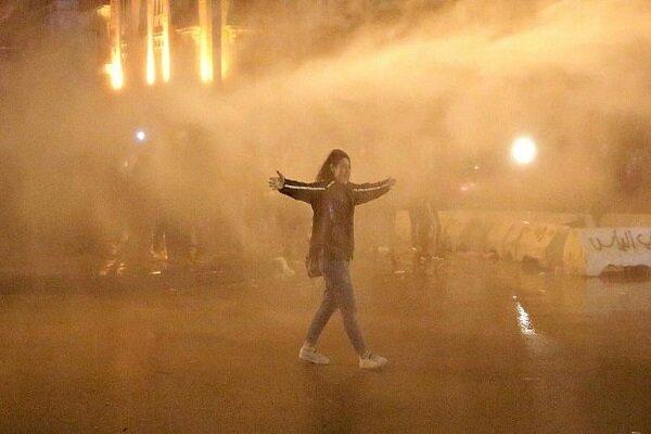 معترضین لبنانی آغاز به مسدود کردن خیابان ها نموده اند