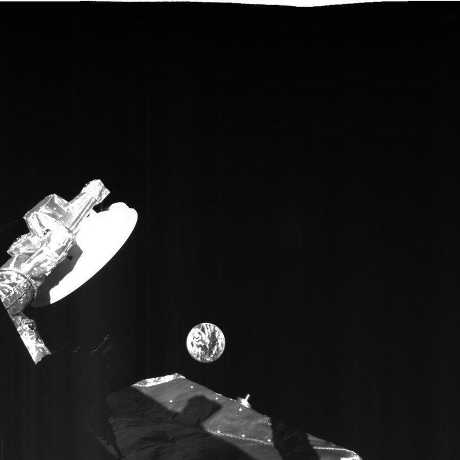 سلفی های خیره کننده کاوشگر عطارد هنگام عبور از کنار کره زمین