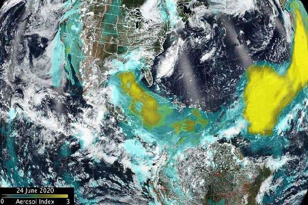 عکس های ماهواره ای از حرکت توده گرد و خاک بزرگ به سمت امریکا