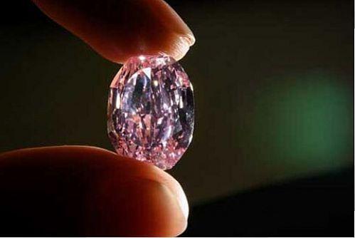 رکورد فروش گران ترین الماس صورتی شکسته شد