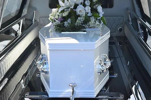 مراسم تشییع جنازه عجیب یک مرده