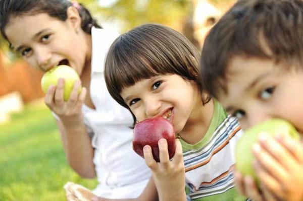 فرزندتان را به خوردن میوه تشویق کنید
