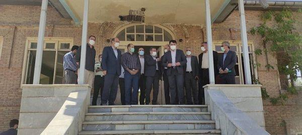 ساخت ویلای مدرن: استانداری از احیای خانه باغ قدیمی مجیدی افشار ارومیه حمایت می نماید