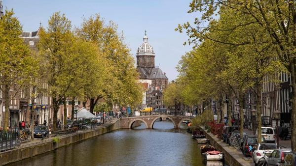 تور هلند: هلند از دیرباز بلند قدترین مردم را داشته است، اما به گفته محققان در سال های اخیر آنها هم درحال کوتاهتر شدن هستند